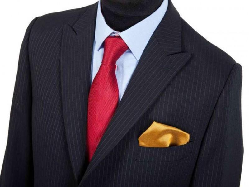 czarny garnitu w paski