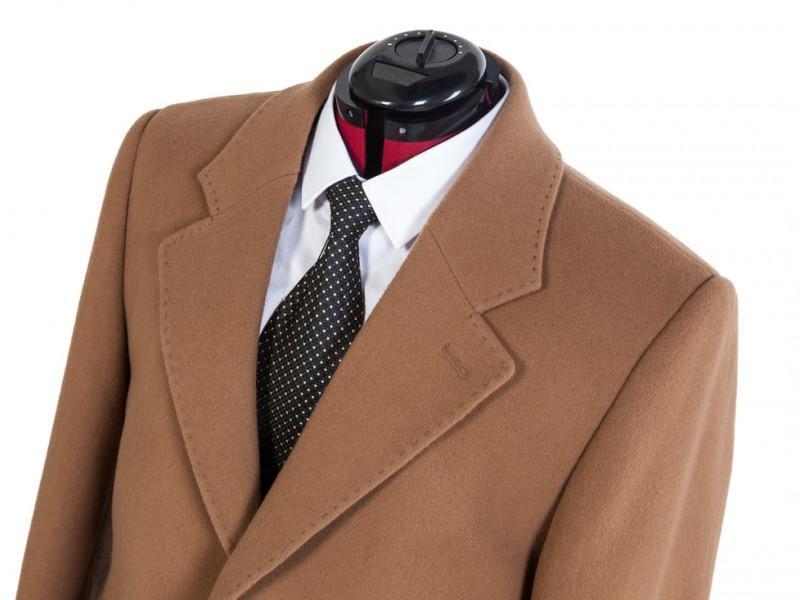 brązowy garnitur